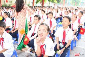 Hôm nay, học sinh cả nước hân hoan chào đón năm học mới