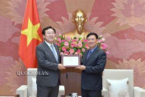 Chủ tịch Nhóm Nghị sỹ hữu nghị Việt Nam - Hàn Quốc Trần Văn Túy tiếp đoàn Doanh nghiệp vừa và nhỏ Hàn Quốc