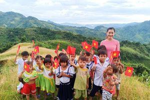 Nghẹn ngào lễ khai giảng ở ngôi trường vùng cao có 2 cô giáo và 34 học sinh