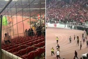 Cầu thủ Indonesia bỏ trận đấu ngăn CĐV nhà tràn sân