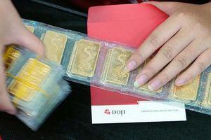 Chỉ một đêm, vàng bốc hơi 500.000 đồng/lượng