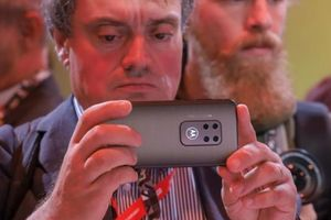 Motorola giới thiệu Moto One Zoom, cụm camera như Note10+