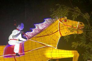 Rước lồng đèn khổng lồ đón Trung thu sớm ở Tuyên Quang
