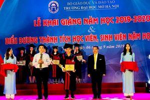Sinh viên Đại học Mở Hà Nội nói không với rác thải nhựa trong ngày khai giảng