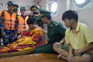 4 thuyền viên đã được cứu sống trong vụ chìm tàu tại vùng biển Quảng Bình