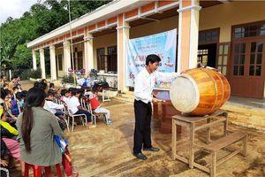Chùm ảnh về lễ khai giảng của học sinh Ca Dong giữa trời xanh, mây trắng