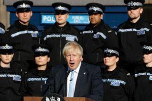 'Sóng gió' bủa vây Thủ tướng Anh Johnson, thỏa thuận Brexit 'lao đao'