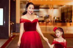 Con gái Ốc Thanh Vân khóc sướt mướt vì bị mẹ bắt gặp đang tô son, phản ứng của mẹ Ốc mới khiến mọi người ngạc nhiên