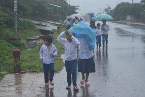 Sao nhất quyết phải khai giảng ngày 5/9, trong mưa lũ?