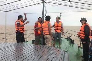 Cứu hộ thành công 4 ngư dân rơi xuống biên