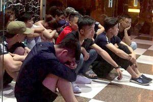 Kiểm tra quán karaoke ở Bình Dương phát hiện 16 người phê ma túy nháo nhào chạy trốn cảnh sát