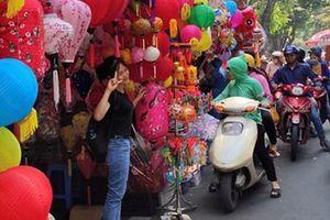 Vì sao các cửa hàng bán đồ chơi Trung thu tại phố Hàng Mã cấm người dân chụp ảnh?