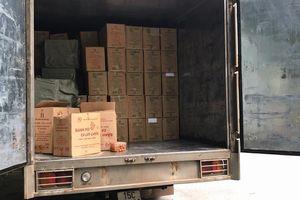 Xe tải chở hơn 31.000 gói thuốc lá lậu giấu trong bánh kẹo