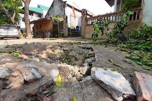 Nhiều tiếng nổ từ lòng đất khiến gần 20 căn nhà rạn nứt