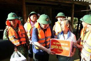 Phó Thủ tướng Vương Đình Huệ động viên, thăm hỏi bà con vùng tâm lũ Hà Tĩnh, Quảng Bình
