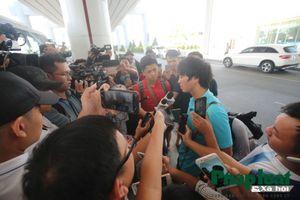 Đội tuyển Việt Nam trở về nước trong vòng tay người hâm mộ