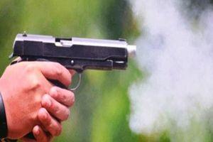 Chồng đang nhậu, vợ chở người lạ tới dùng súng bắn trọng thương