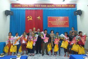 Trao quyết định nhập quốc tịch Việt Nam cho 09 công dân Lào ở A Lưới