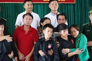 Vụ chìm tàu Nghệ An ở Quảng Bình: 4 ngư dân được cứu sống đã đoàn tụ với gia đình
