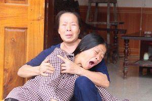 Vụ chìm tàu cá ở Quảng Bình: Người thân khóc ngất chờ đợi tin tức cứu nạn