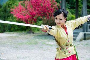 Kiếm hiệp Kim Dung: Nhạc Linh San yêu Lâm Bình Chi hay yêu Lệnh Hồ Xung?