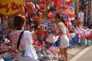 Tiểu thương phố Hàng Mã đồng loạt treo biển 'Cấm chụp ảnh'