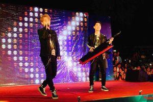Clip hot: K-ICM và Jack mướt mồ hôi, khiến hàng ngàn khán giả 'đảo điên' với bản live demo lần đầu nhưng vẫn… chưa biết gọi tên