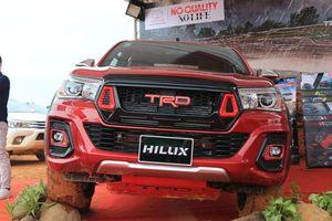 Giá xe Toyota Hilux mới nhất tháng 9: Thêm phiên bản mới Hilux 2.4E máy dầu 4x2 MT