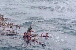 25 giờ nhai bèo đối mặt với tử thần giữa biển khơi của 4 ngư dân Nghệ An