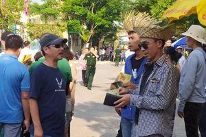 Giấy mời được bán tràn lan tại Lễ hội chọi trâu Đồ Sơn