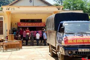 Hình ảnh người dân Tân Hóa tích cực khắc phục hậu quả sau mưa lũ