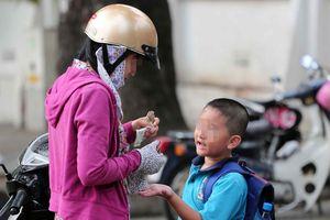 Cho con mang tiền đi học: Lợi bất cập hại