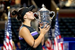 Mỹ mở rộng 2019: Andreescu lần đầu đăng quang Grand Slam khi đánh bại Serena