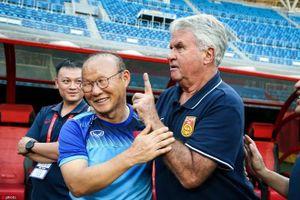 HLV Guus Hiddink nói gì khi đối đầu với HLV Park Hang Seo?