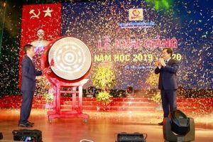 Bộ trưởng Trần Tuấn Anh đánh trống khai giảng Trường Đại học Công nghiệp Hà Nội