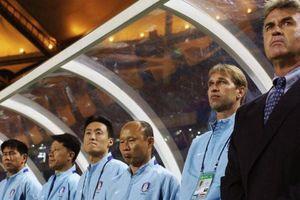 HLV Park Hang Seo từng đau đớn 'gánh tội' cho Guus Hiddink thế nào?