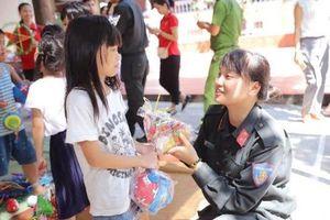 Mang Trung thu đến với trẻ mồ côi nương cửa Phật
