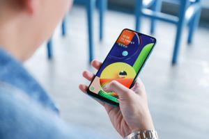 Galaxy A50s sạc nhanh 10 phút có 10 giờ nghe nhạc, camera trước 32 MP