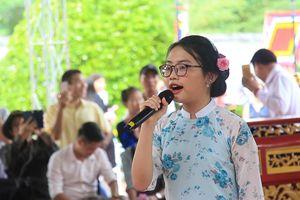 Phương Mỹ Chi hát dân ca ngọt ngào tại lễ giỗ Tổ nghề