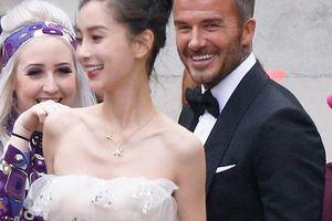 David Beckham 'cưới' người mẫu Angela, 'bà Beck' Victoria ngó lơ