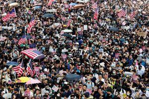 Toàn cảnh cuộc biểu tình trước lãnh sự quán Mỹ ở Hong Kong