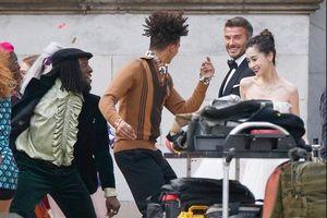 Ảnh hậu trường David Beckham 'kết hôn' với Angela Baby khiến fan bất ngờ
