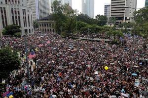 Người dân Hồng Kông tuần hành đến lãnh sự quán Mỹ