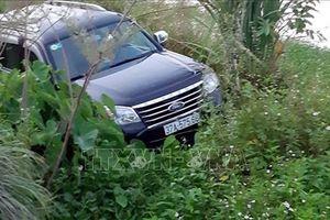 Xe ô tô 7 chỗ lao xuống mương làm 3 người thương vong