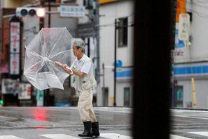 Nhật Bản: Bão mạnh đổ bộ Tokyo, giao thông trì trệ