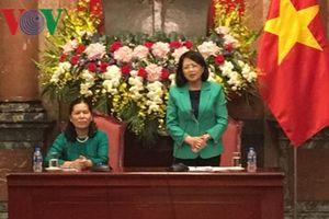 Phó Chủ tịch nước gặp gỡ trẻ em dân tộc thiểu số vượt khó học giỏi
