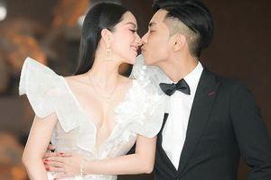 Khánh Thi - Phan Hiển 'môi chạm môi' khi đi dự đám cưới con gái đại gia Minh Nhựa
