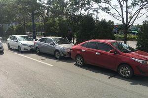 Ba ô tô tông liên hoàn trên xa lộ Hà Nội