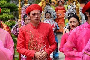 Nghệ sĩ Hoài Linh làm lễ rước kiệu trong ngày giỗ Tổ nghề