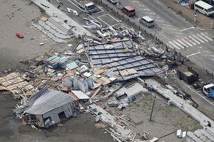 Nhật Bản tan hoang sau khi siêu bão Faxai càn quét